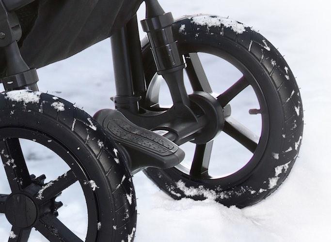 Ammortizzatori regolabili e ruote con camera d'aria per ogni terreno
